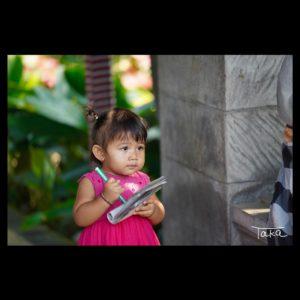 バリ島のレストランにいた女の子